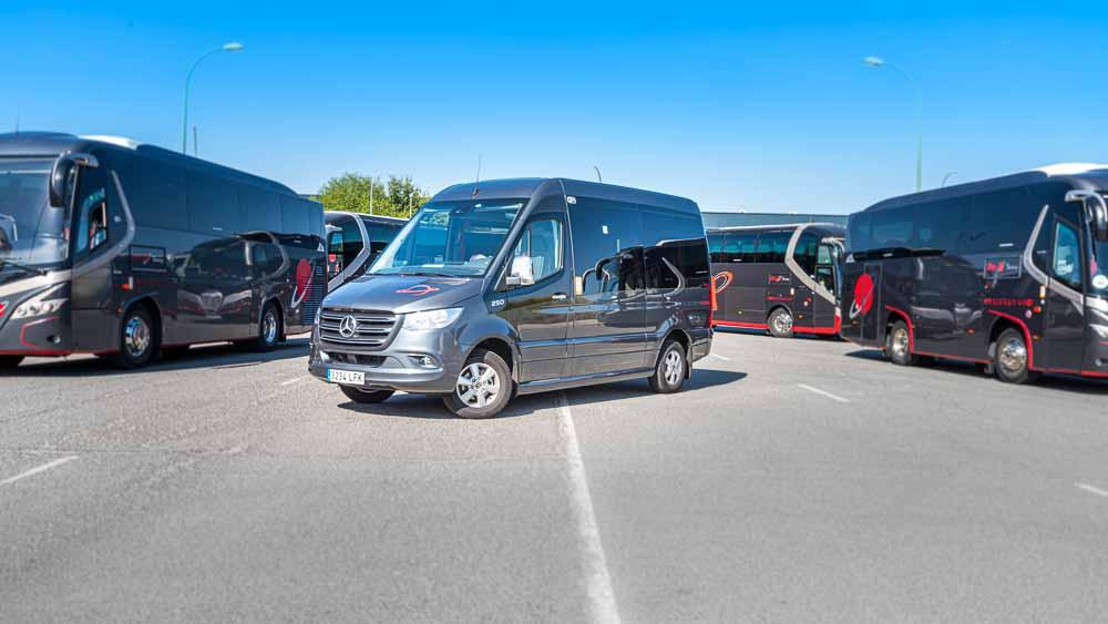 Frente 3/4 - Autocar 9 Plazas  Elite Touring