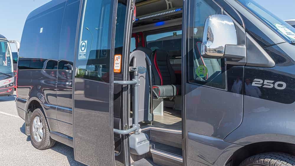 Entrada - Autocar 9 Plazas  Elite Touring